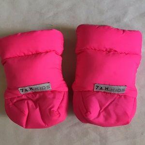 7 A.M. Kids Pink Gloves